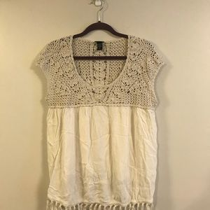 Torrid size 2 off white/cream embroidered tank top